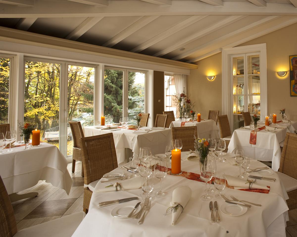 wintergarten restaurant villa fayence saarlouis wallerfangen. Black Bedroom Furniture Sets. Home Design Ideas